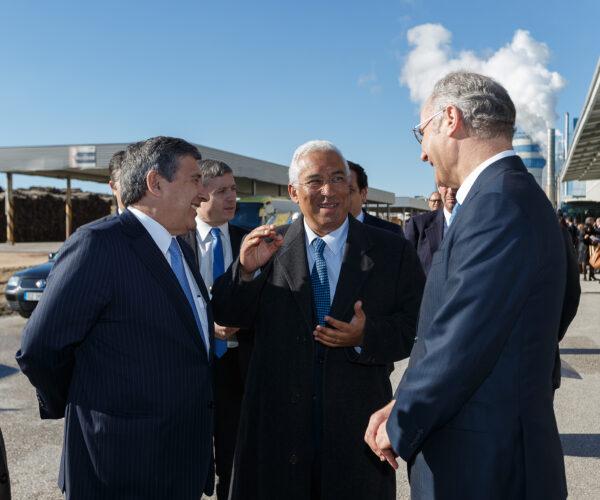 Paulo Fernandes e Borges de Oliveira, co-CEOs da Altri com o primeiro-ministro António Costa