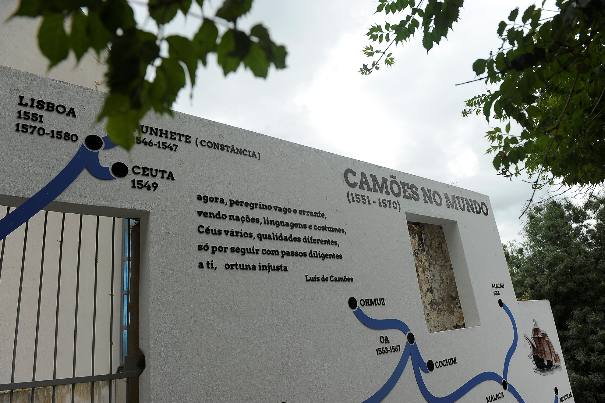 facade of the Casa Camões building in Constância