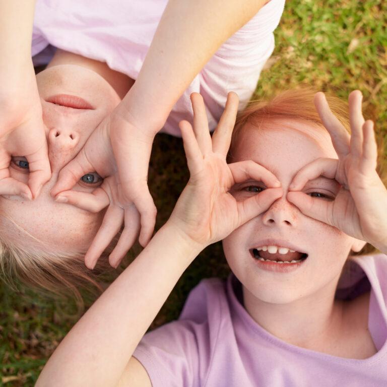 2. Em ambientes soalheiros, ao ar livre, ou quando conduz em dias com grande luminosidade, é aconselhável a utilização de óculos de sol.