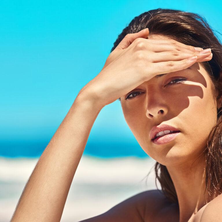 1. Cuidado com a luminosidade em excesso! A quantidade de luz que o olho recebe deve ser a adequada para a tarefa que está a realizar. Se tiver luz em demasia ou sob pouca luminosidade, será mais difícil ao olho focar corretamente. O que levará a um esforço adicional.