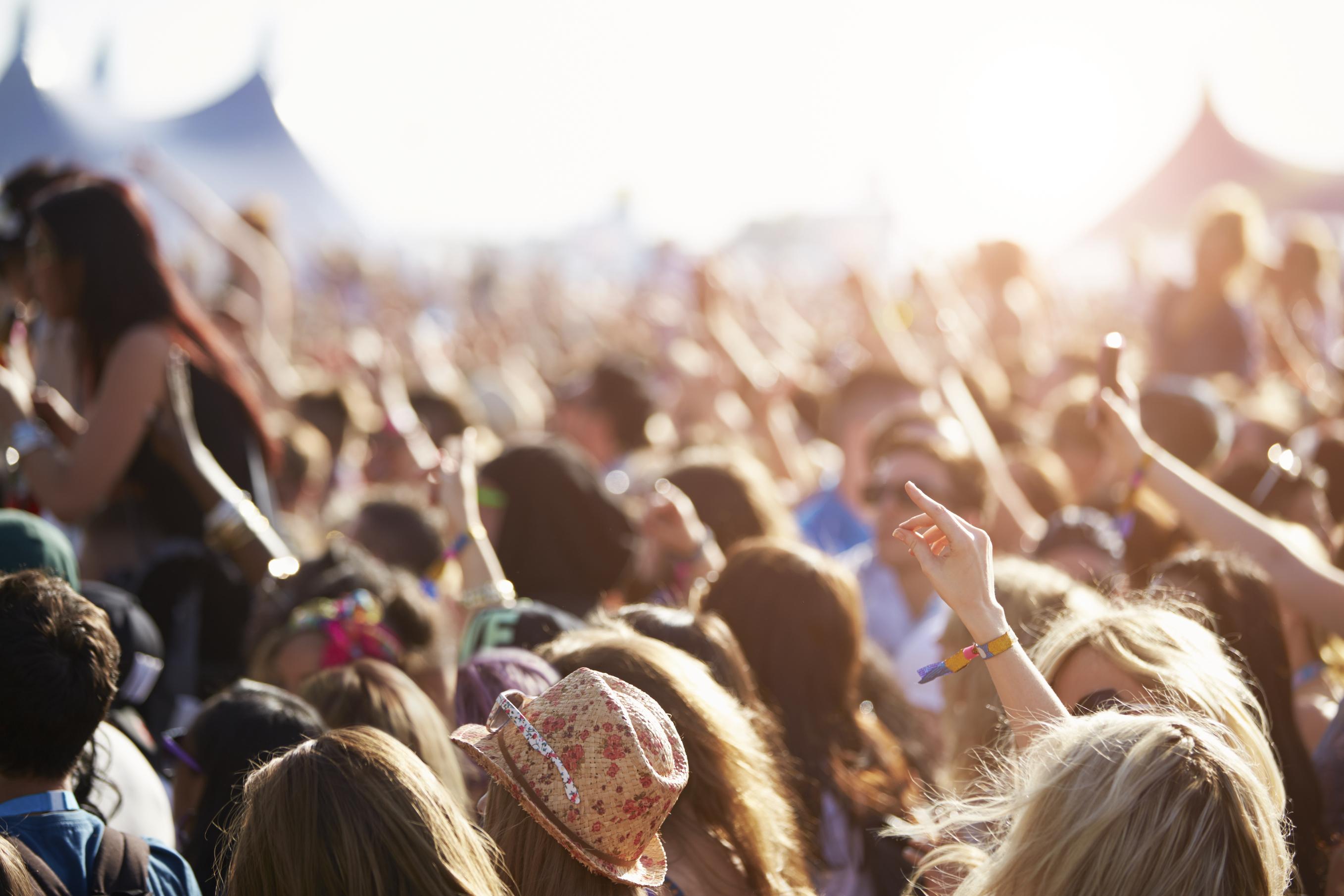 Festivais de verão: divirta-se poupando ao máximo