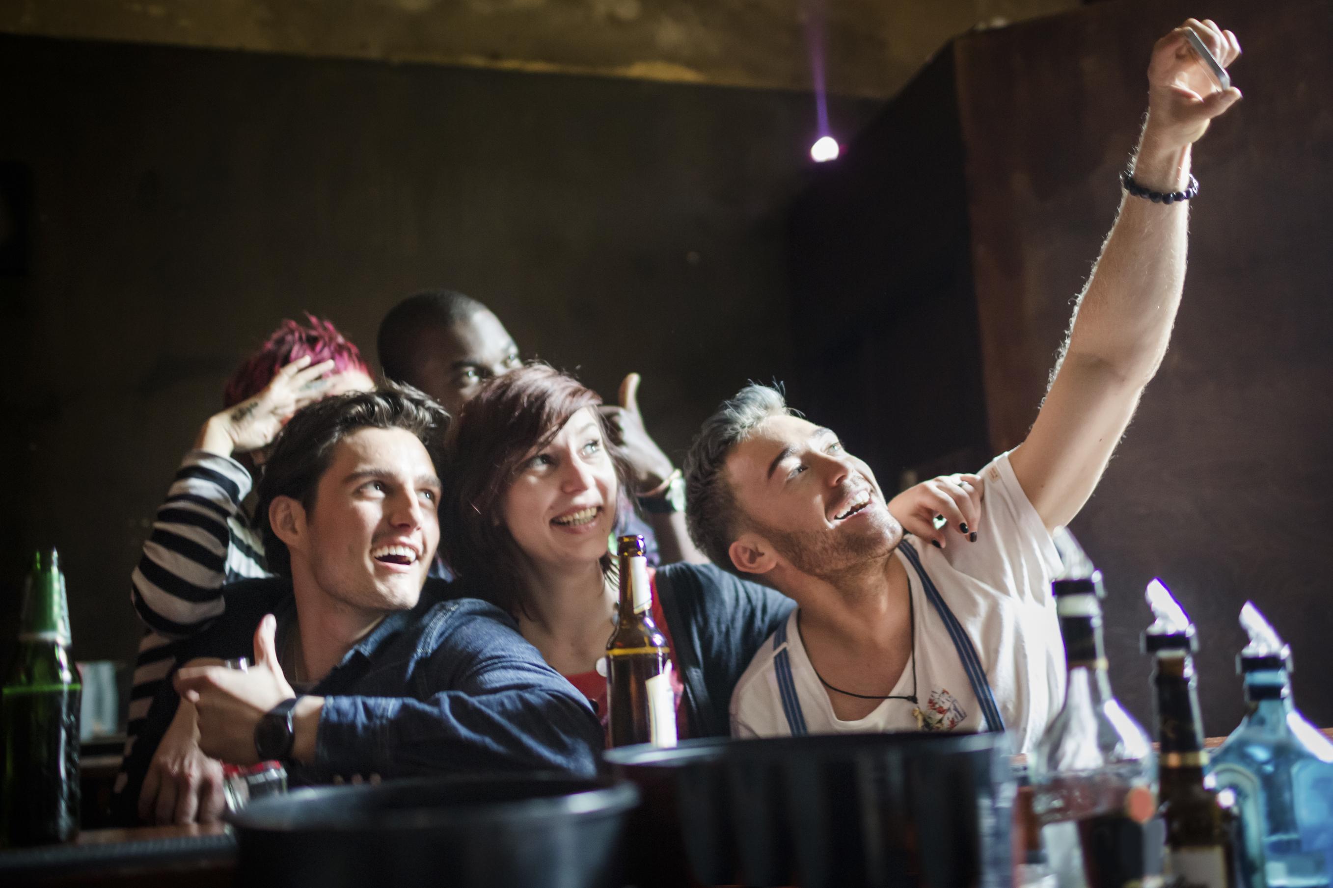 Saídas à noite: divirta-se sem gastar muito