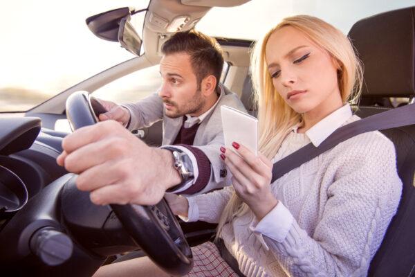 10 dicas para não se distrair e conduzir com maior segurança