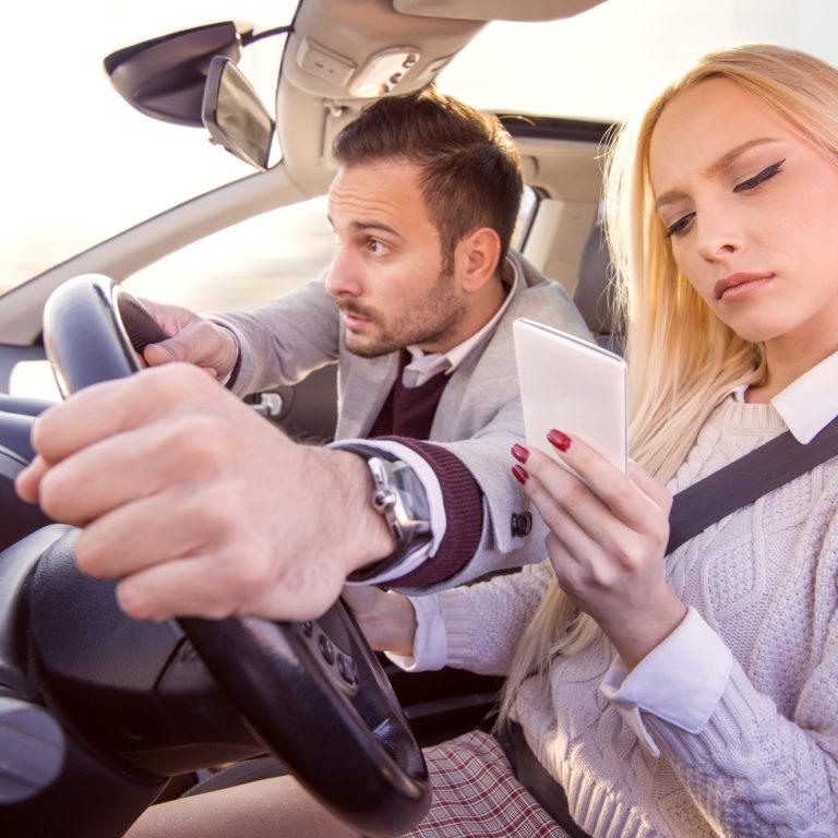 Ser bom condutor e evitar distrações