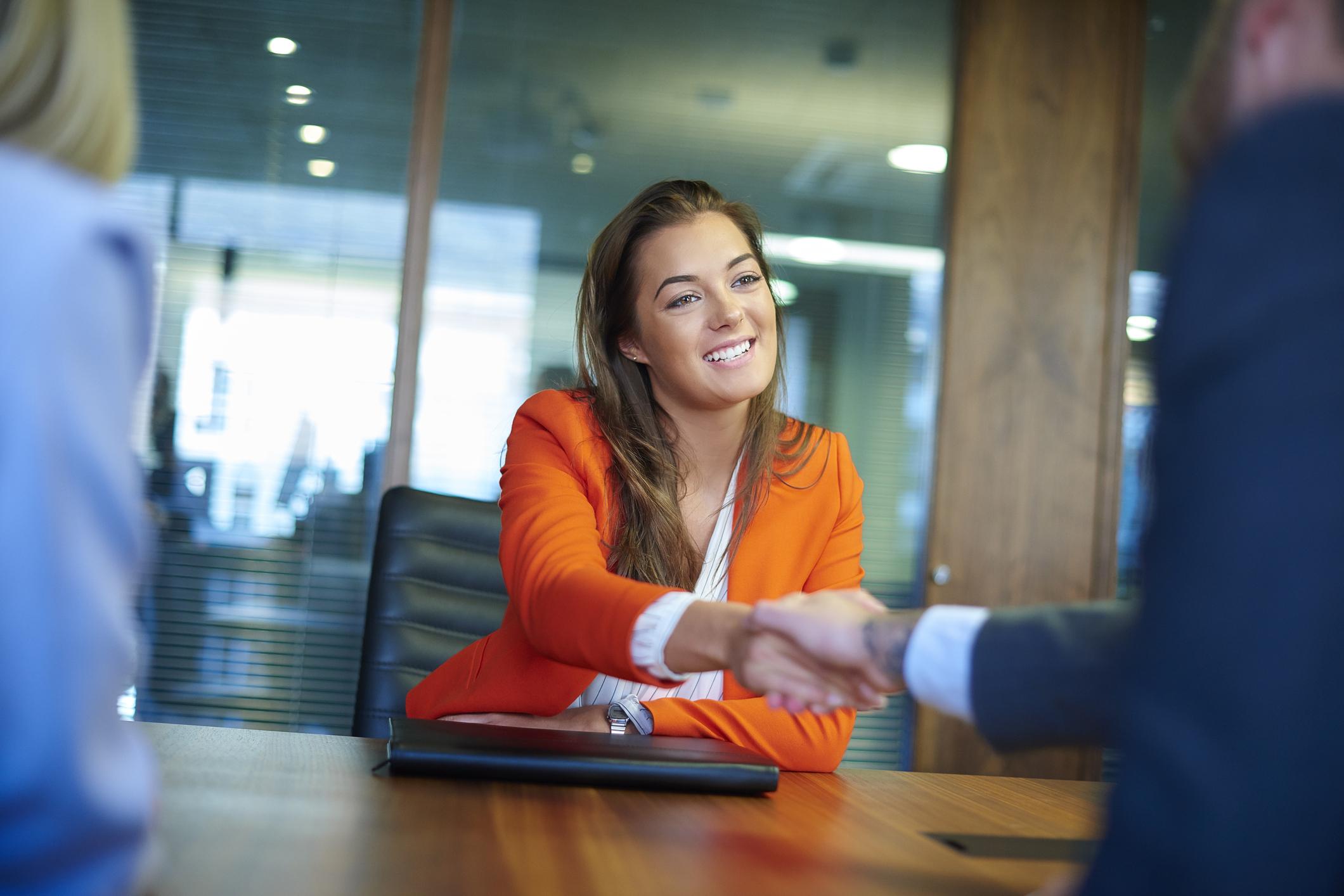 Vai a uma entrevista de emprego? Não cometa estes erros