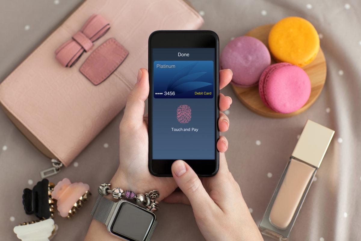 Pague as suas compras e faça transferências com smartphone