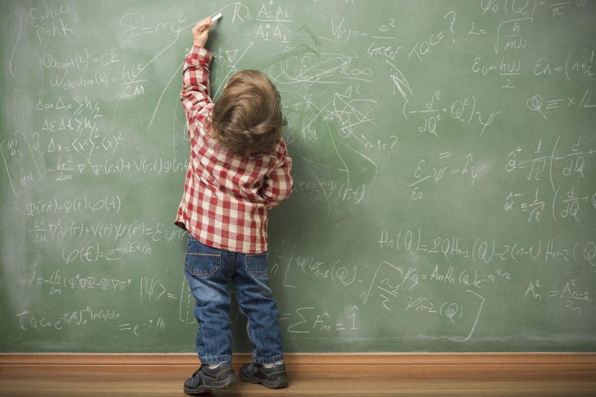 Três dicas úteis para quem tem filhos canhotos