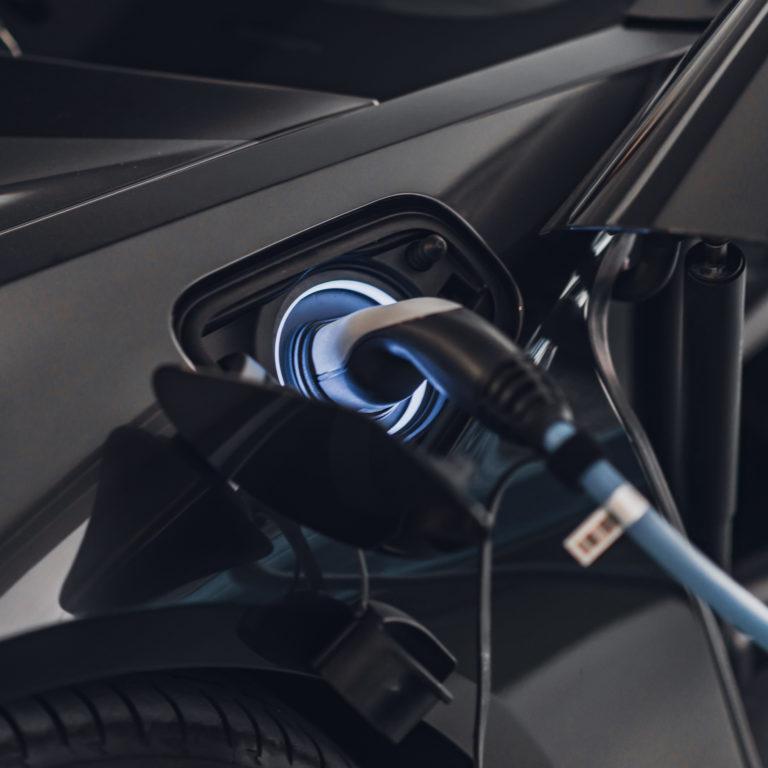 Cinco acessórios para carregar automóveis elétricos