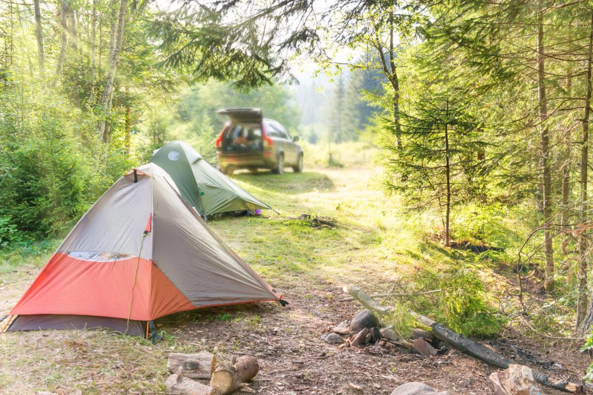 6 coisas que não deve deixar de fora na bagagem se vai acampar
