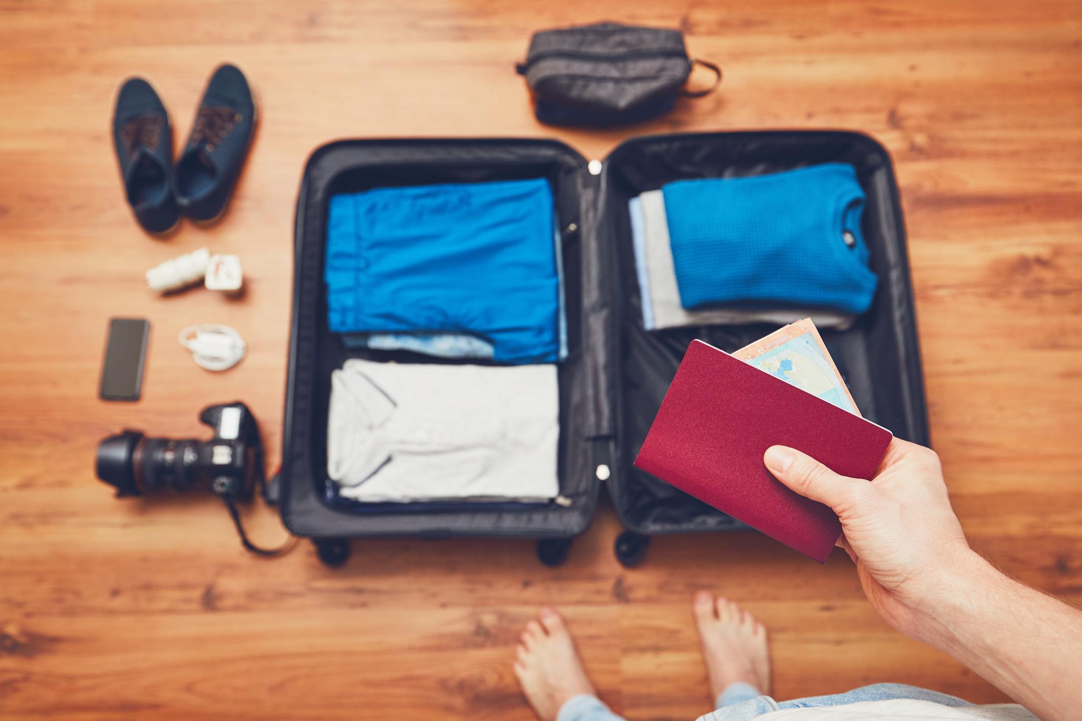 Vai viajar em longo curso? Essenciais para a mala de mão