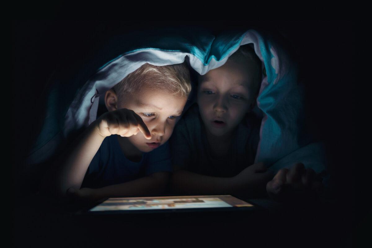 """Como reduzir o """"tempo de ecrã"""" dos mais novos?"""
