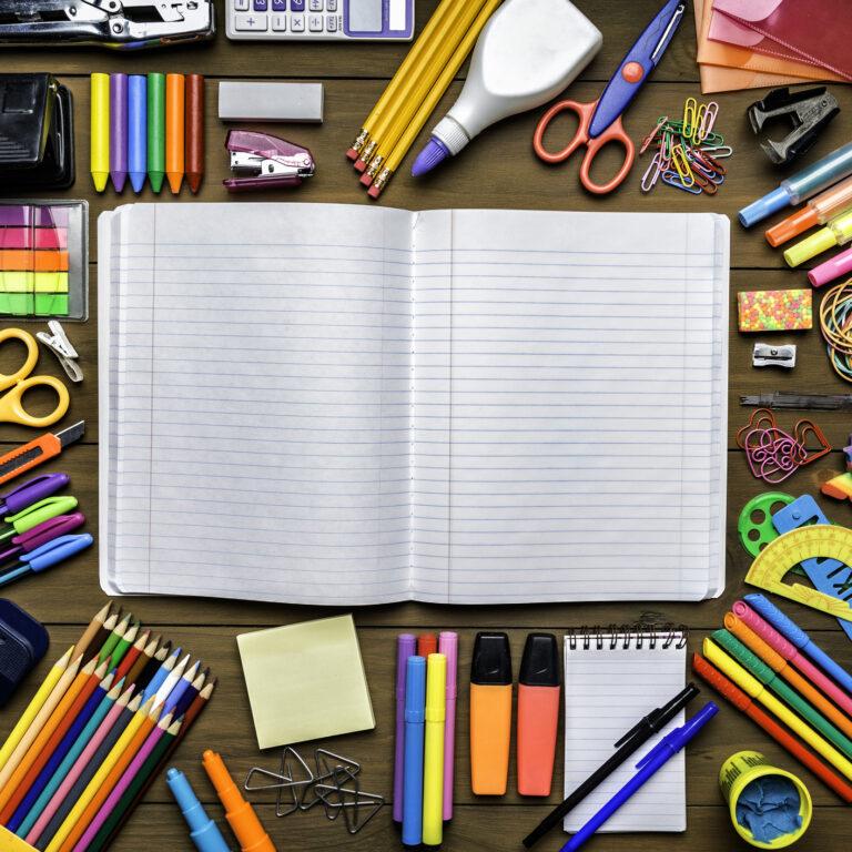 Poupar no material escolar