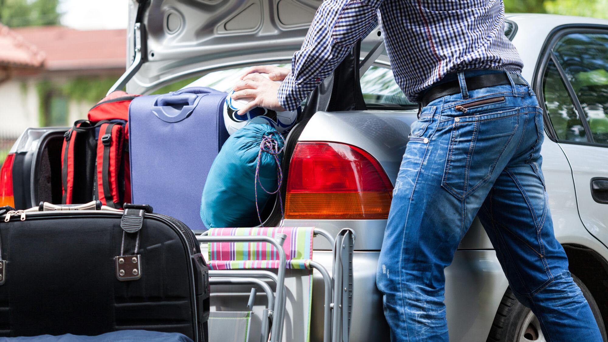 Em férias: bagageira do carro cinco estrelas