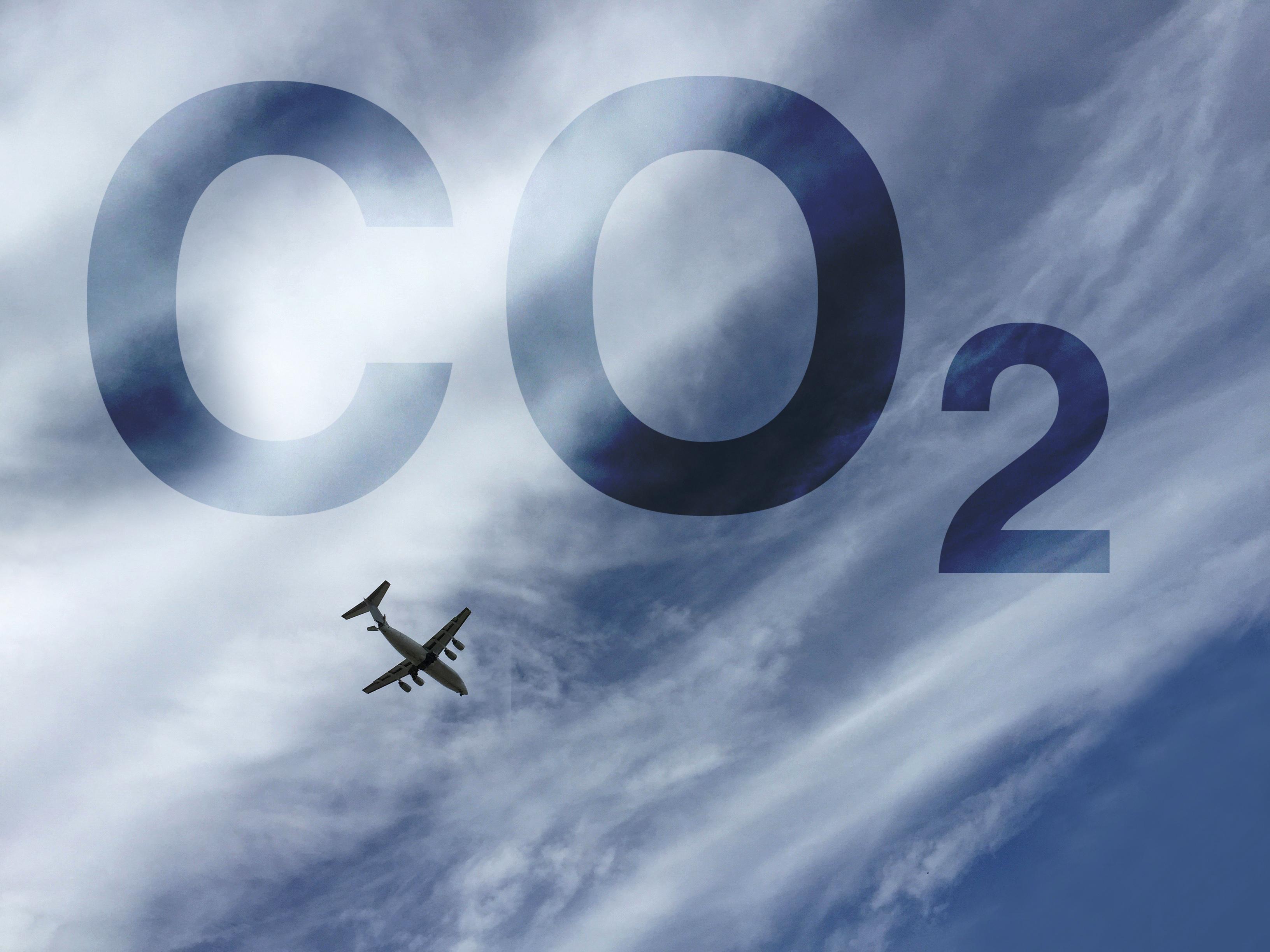 Reduzir a pegada ecológica ao viajar de avião