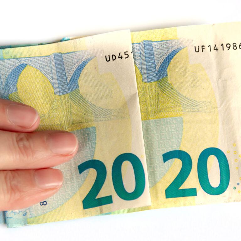 dinheiro-poupança-gastos-orçamento-Cetelem