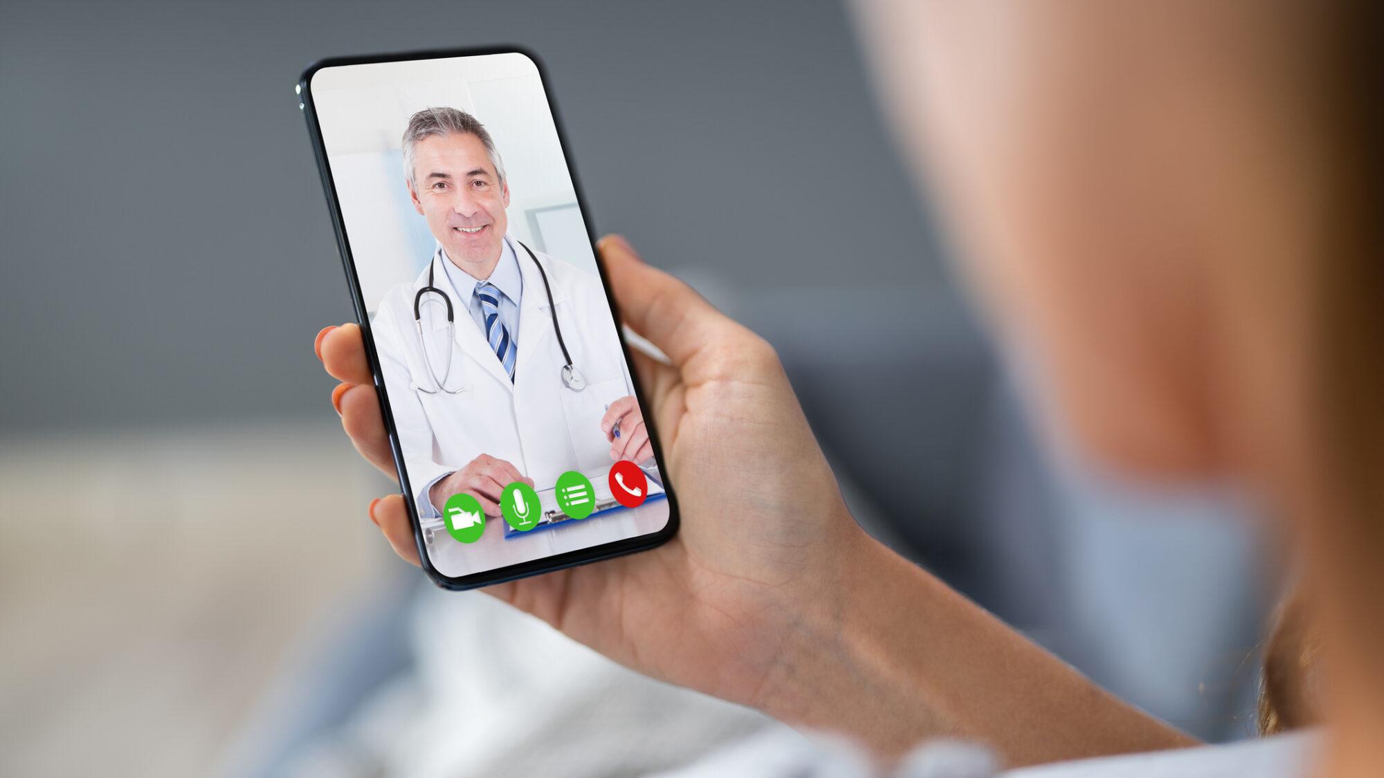 Médico à distância de um clique