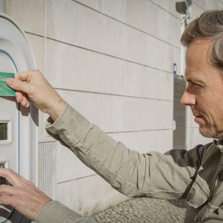 Conheça os tipos de carregadores de carros elétricos