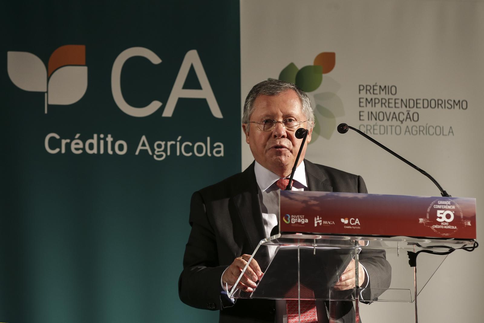 O Secretário de Estado da Agricultura e Alimentação, Dr. Luís Medeiros Vieira, discursou sobre a importância da agricultura para a economia portuguesa